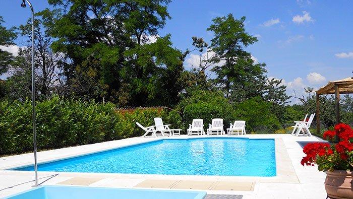 Agriturismo con piscina in Piemonte